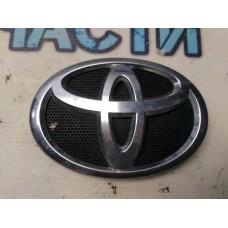 Эмблема в решетку радиатора Toyota Corolla E15 7530112380 Отличное состояние