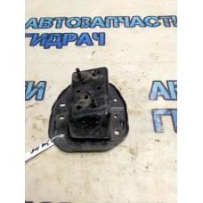 Кронштейн усилителя заднего бампера левый Nissan Juke (F15) 852111KE0A Отличное состояние.