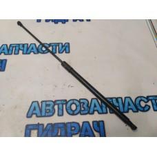 Амортизатор капота Nissan Terrano III 654710944R Отличное состояние.