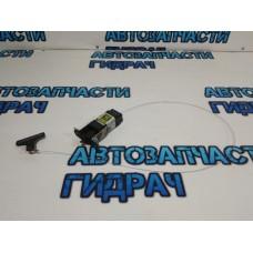 Активатор замка крышки бензобака Hyundai H1/Grand Starex 957204H000 .