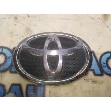 Эмблема в решетку радиатора Toyota Corolla 150 7530112390 Отличное состояние.