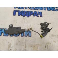 Активатор замка багажника 84680AV600 Nissan Primera P12